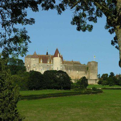 visite de chateauneuf en auxois à partir de l'Hôtel relais de la Côte-d'Or à Semur-en-Auxois Bourgogne