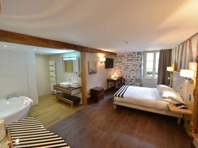 Vue de la chambre 302 de l'Chambre 402 à l'Hôtel relais de la Côte-d'Or à Semur-en-Auxois Bourgogne