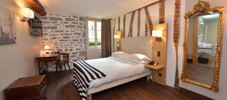 Vue de la chambre 302 à l'Chambre 402 à l'Hôtel relais de la Côte-d'Or à Semur-en-Auxois Bourgogne