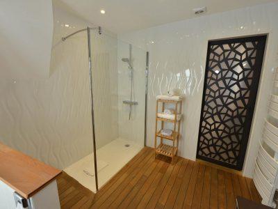 salle de bain chambre 305 de l'Chambre 402 à l'Hôtel relais de la Côte-d'Or à Semur-en-Auxois Bourgogne