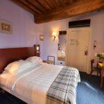 vue de la chambre 105 de l'Chambre 402 à l'Hôtel relais de la Côte-d'Or à Semur-en-Auxois Bourgogne