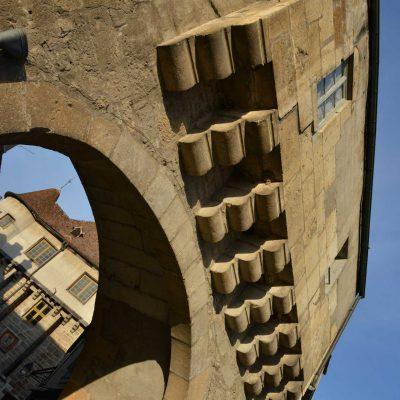La barbacane de Semur en Auxois en gros plan visible depuis l'Hôtel relais de la Côte-d'Or à Semur-en-Auxois Bourgogne