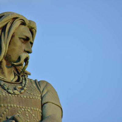 VIsite de la statue de Vercingétorix depuis l'Hôtel relais de la Côte-d'Or à Semur-en-Auxois Bourgogne