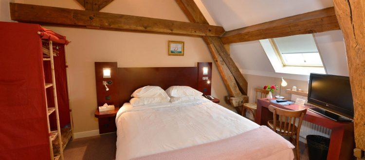 VUe de la chambre 203 de l'Chambre 402 à l'Hôtel relais de la Côte-d'Or à Semur-en-Auxois Bourgogne