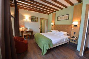 Vue de la chambre 301 Chambre 402 à l'Hôtel relais de la Côte-d'Or à Semur-en-Auxois Bourgogne