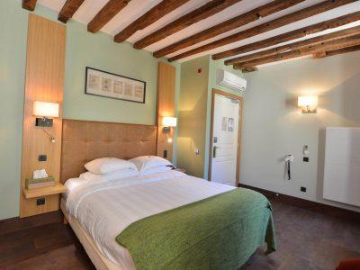 Chambre 301 Chambre 402 à l'Hôtel relais de la Côte-d'Or à Semur-en-Auxois Bourgogne