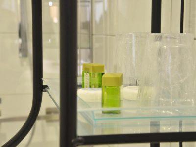 Détail salle de bain lavabos chambre 301 Chambre 402 à l'Hôtel relais de la Côte-d'Or à Semur-en-Auxois Bourgogne