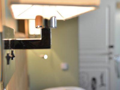 Détail salle de bain chambre 301 Chambre 402 à l'Hôtel relais de la Côte-d'Or à Semur-en-Auxois Bourgogne