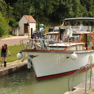 visite du canal de Bourgogne à partir de l'Hôtel relais de la Côte-d'Or à Semur-en-Auxois Bourgogne