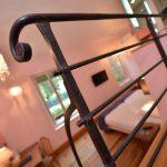 Détail d'une chambre à l'Hôtel relais de la Côte-d'Or à Semur-en-Auxois Bourgogne