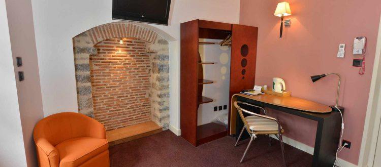 vue chambre 102 de l'Chambre 402 à l'Hôtel relais de la Côte-d'Or à Semur-en-Auxois Bourgogne
