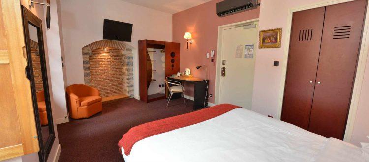 Chambre 102 Chambre 402 à l'Hôtel relais de la Côte-d'Or à Semur-en-Auxois Bourgogne