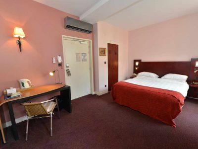 vue de la chambre 102 de l'Chambre 402 à l'Hôtel relais de la Côte-d'Or à Semur-en-Auxois Bourgogne