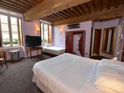 vue de la chambre 103 de l'Chambre 402 à l'Hôtel relais de la Côte-d'Or à Semur-en-Auxois Bourgogne