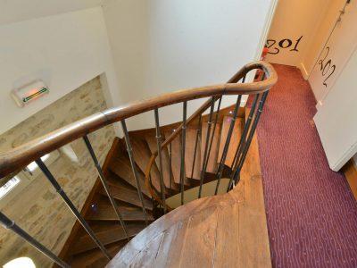 Escalier Hôtel relais de la Côte-d'Or à Semur-en-Auxois Bourgogne