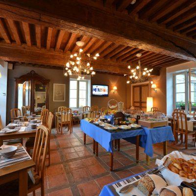 Breaskfast à l'Hôtel relais de la Côte-d'Or à Semur-en-Auxois Bourgogne