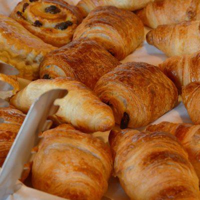 Petit-déjeuner servi à l'Hôtel relais de la Côte-d'Or à Semur-en-Auxois Bourgogne